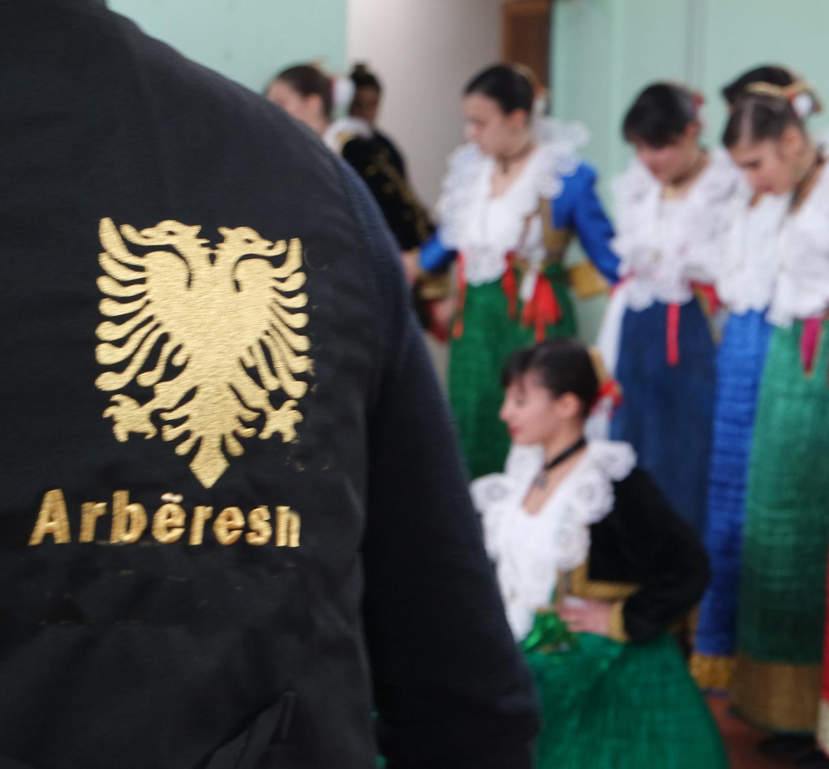LE DUE GAMBE DELL'ARBERIA